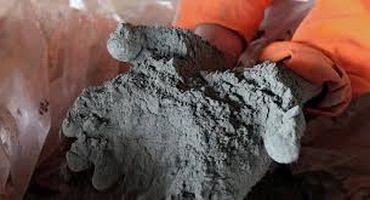 цемент в руках