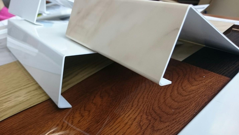 пластиковая накладка на подоконник