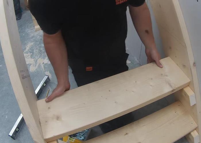 крепление деревянной ступени