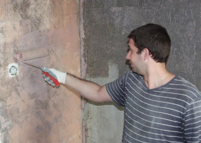 грунтовку валиком на стену