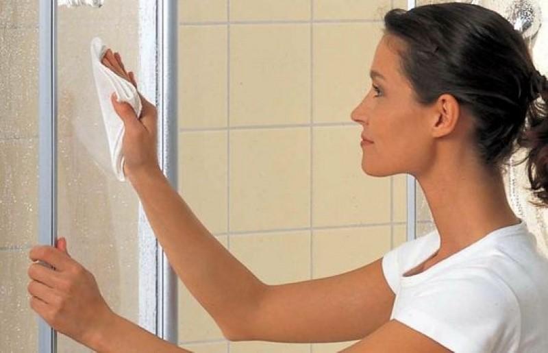 мыть стекло в ванной