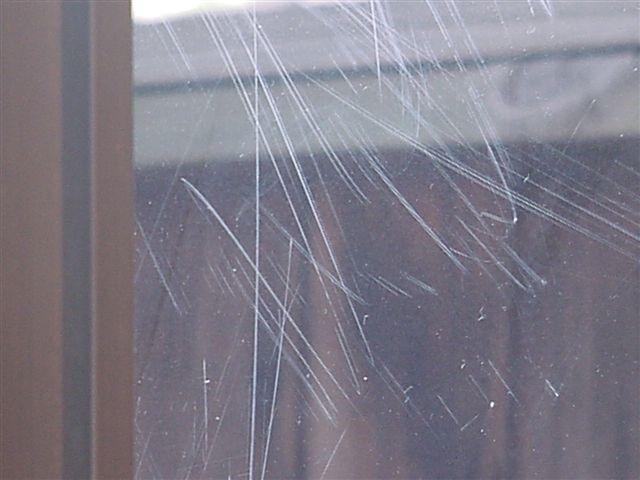 царапины на стекле