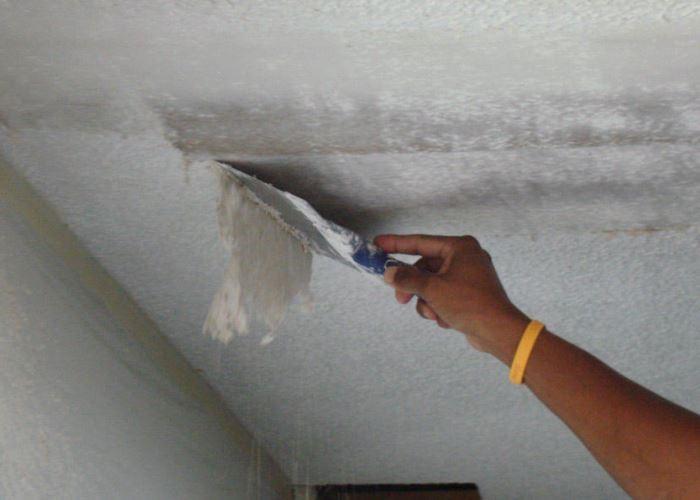 демонтаж старого покрытия потолка