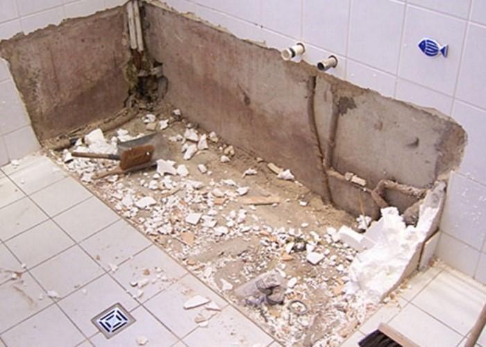демонтаж кафеля в ванной