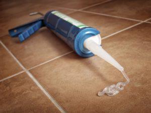 силиконовый герметик на полу
