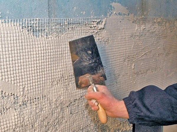 установка армирующей сетки на стену