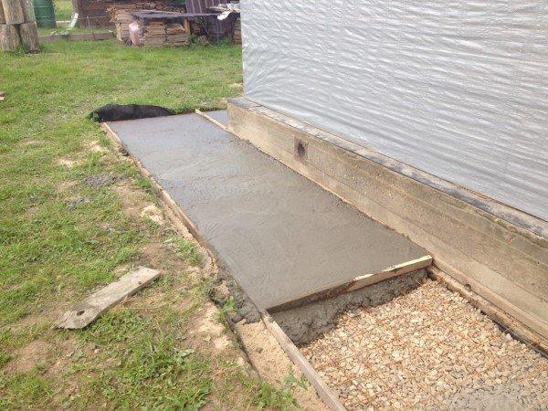 укладка бетона в отмостку