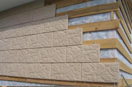 Установка щитов с полимерной плиткой на деревянный каркас