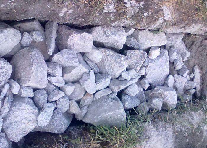 Укладка камня в бутовый фундамент