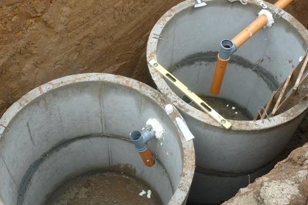 соединение бетонных колец септика