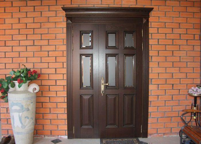 входная дверь для кирпичного дома