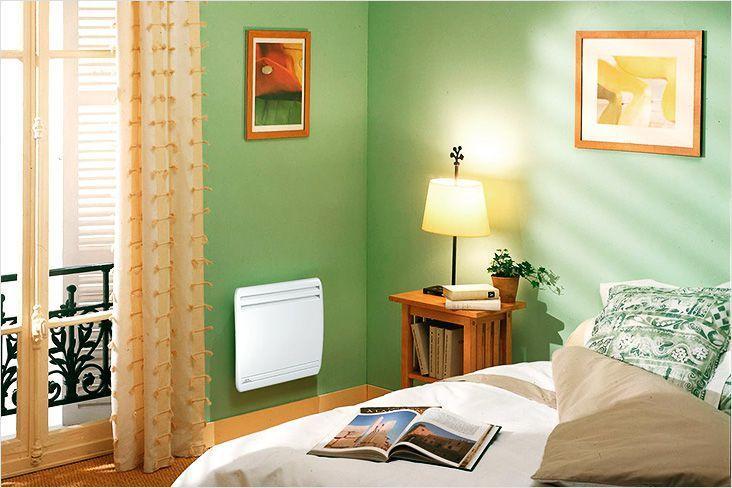 Электрический конвектор отопления в спальне