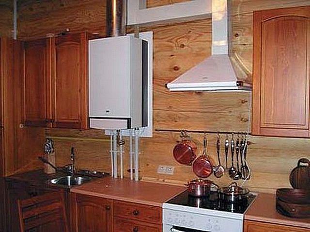 Газовый котел отопления на кухне