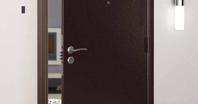 Металлическая дверь входная отрегулированная