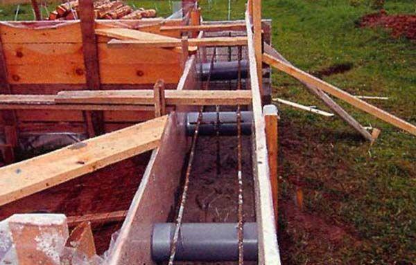 Вентиляция в фундаменте из канализационной трубы