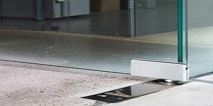 Напольный доводчик для стеклянной двери