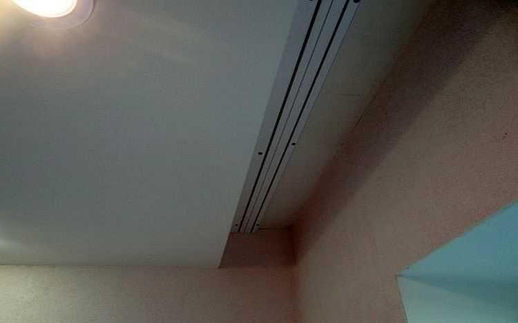 Потолочный карниз в натяжном потолке