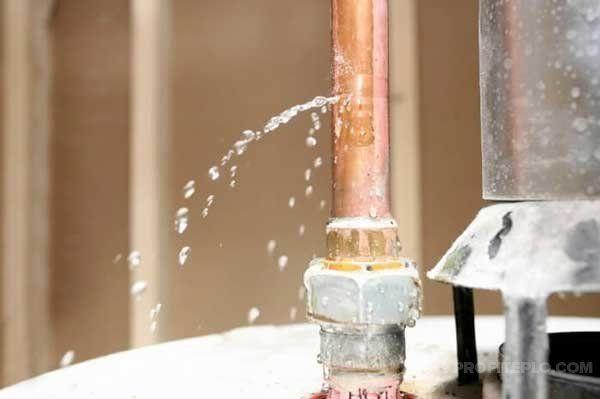 протечка трубы отопления
