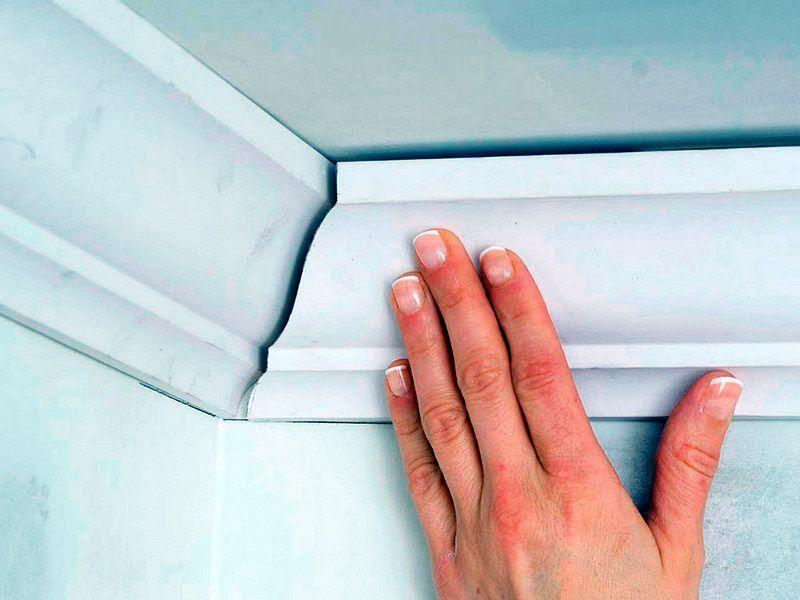Стыковка в углах потолочного плинтуса своими руками
