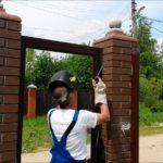 Крепление ворот к кирпичным столбикам своими руками