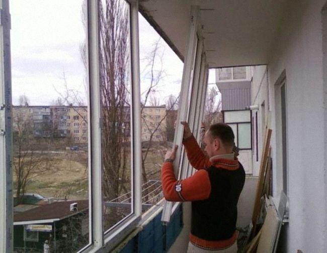 Сборка раздвижных окон для балкона