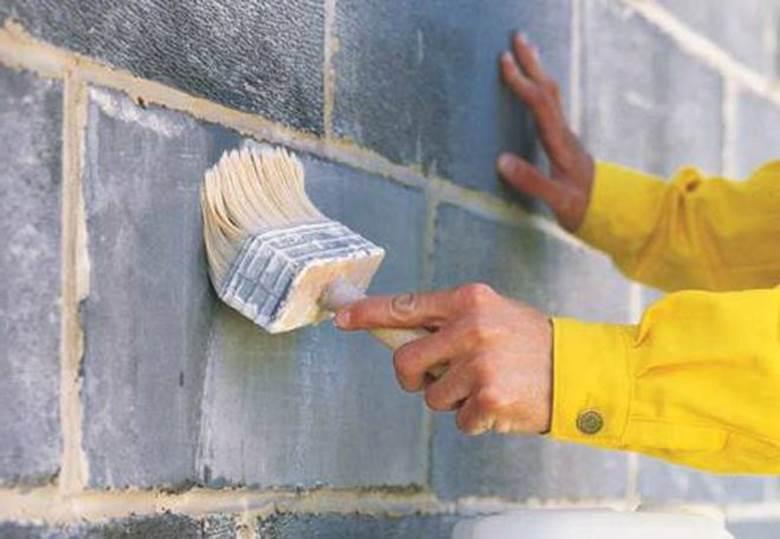 Грунтовка стены из газобетона