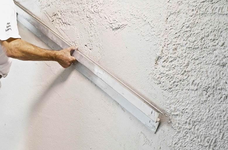 Нанесения штукатурки на газобетонную стену